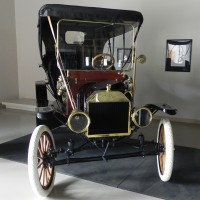 1909_Ford_Model_T_Front2.jpg