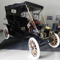 1909_Ford_Model_T_Front.jpg
